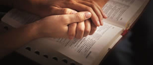 praying-couple