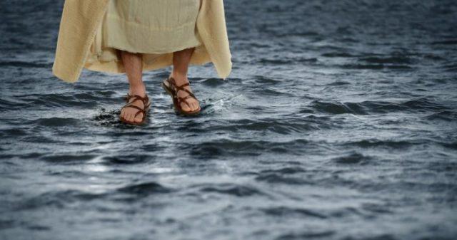 jesuswalksonwater-feet-720x380